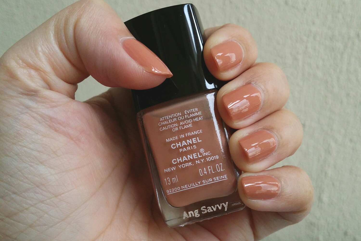 Chanel Le Vernis Nail Colour in 633 Intention