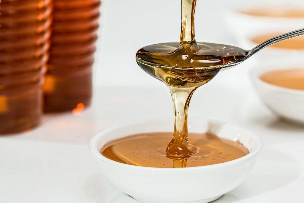 Honey Sugar DIY Eyelash Glue